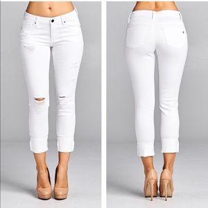 Denim - JUST IN! ⭐️💕White Distressed Skinny Jeans!👖
